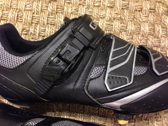Giro Apeckx side buckle and velcro